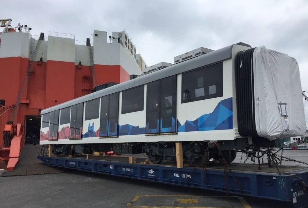 El primer tren del Metro de Quito ya arribó al puerto de Manta Twitter