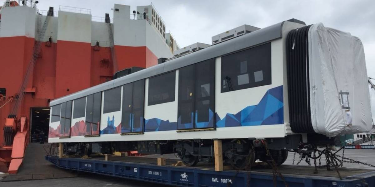 El primer tren del Metro de Quito ya arribó al puerto de Manta