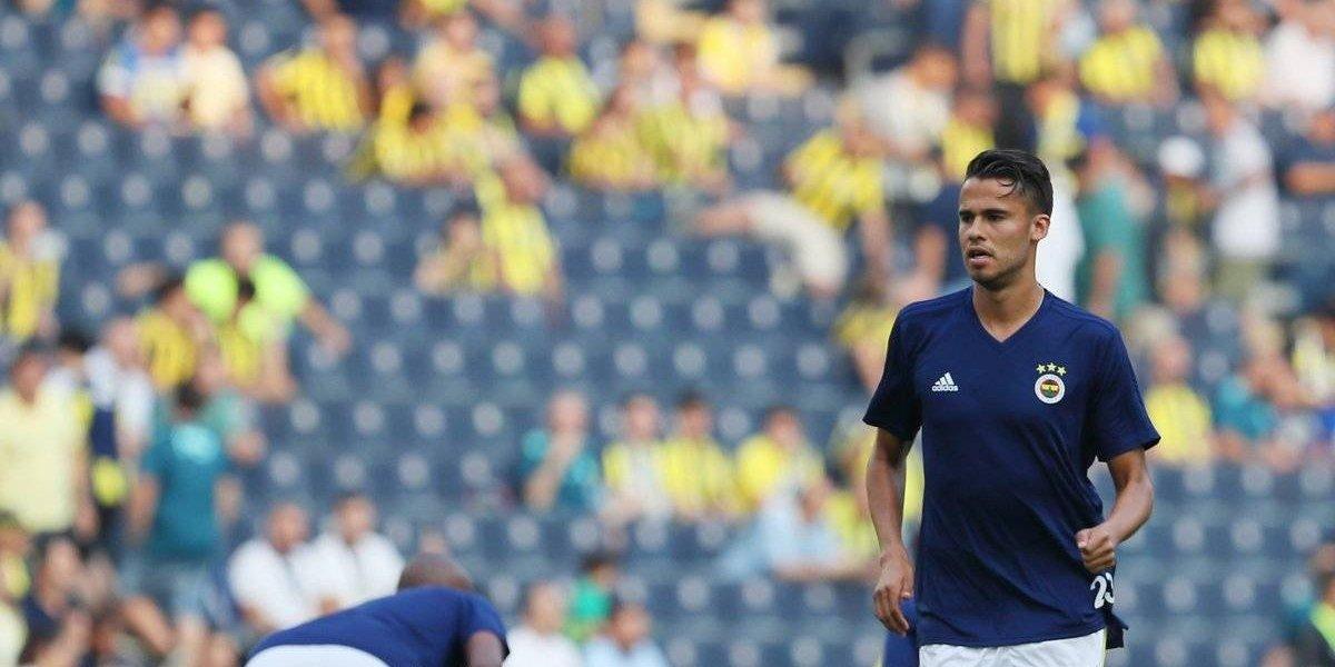 Diego Reyes debutó como titular en la derrota del Fenerbahce