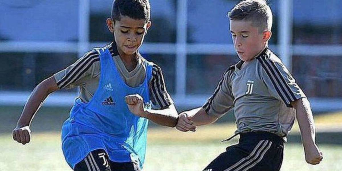 VIDEO: Hijo de CR7 marca golazo con inferiores de la Juventus