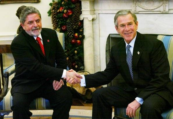 Junto a George W. Bush, entonces presidente de Estados Unidos Foto: Getty Images
