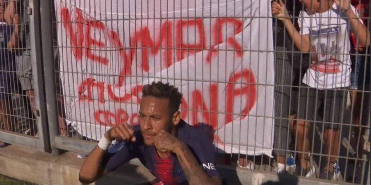 VIDEO: Neymar finge llorar durante festejo para burlarse de sus detractores