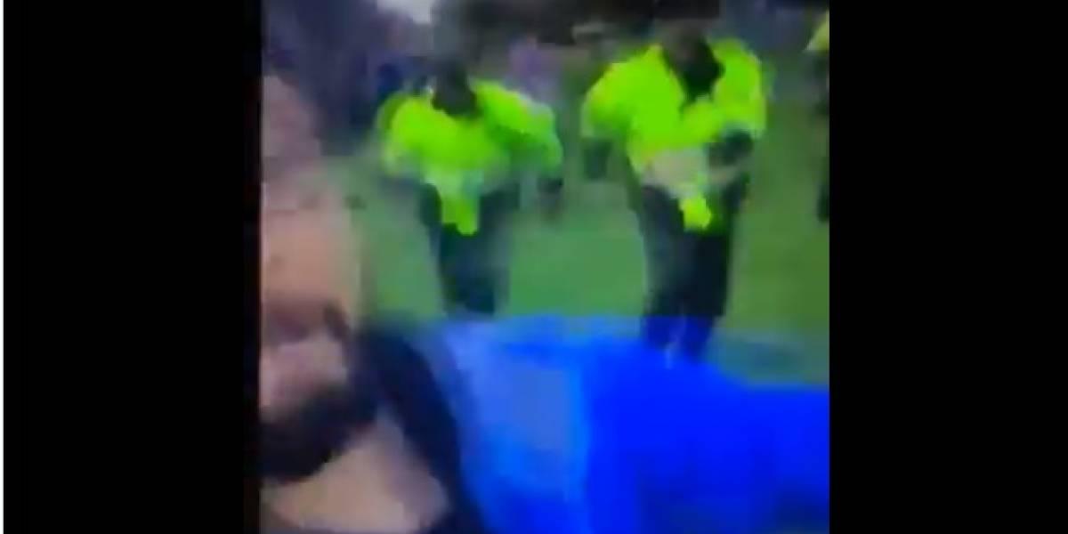 El video viral del joven que insulta a unos policías y salen a correr tras él