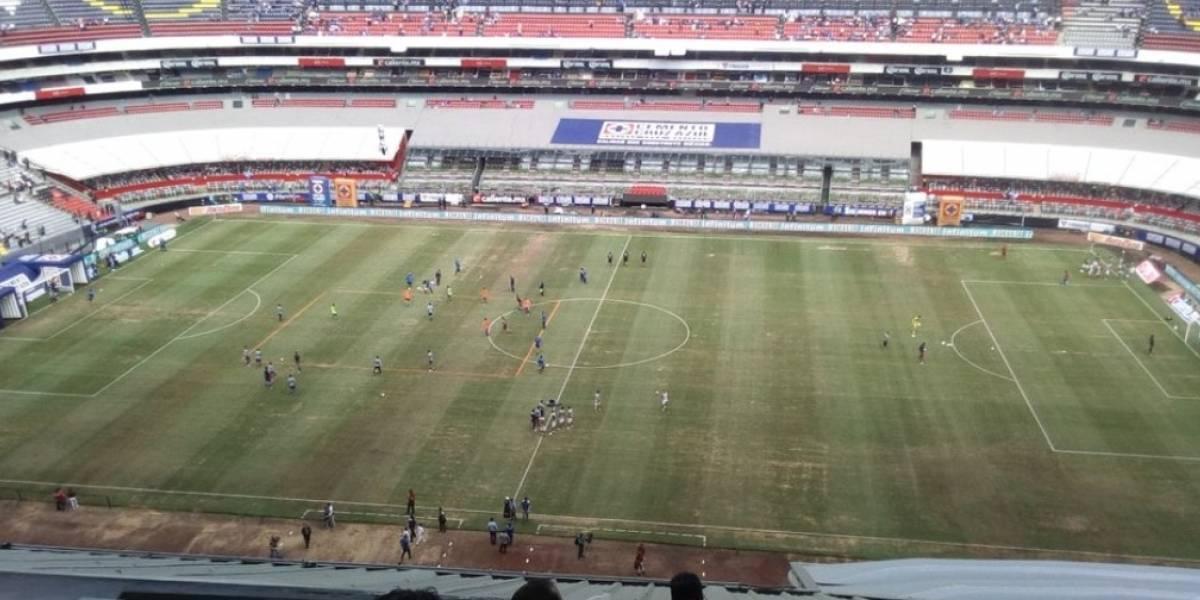 VIDEO: Peor que nunca, así luce el césped del Estadio Azteca