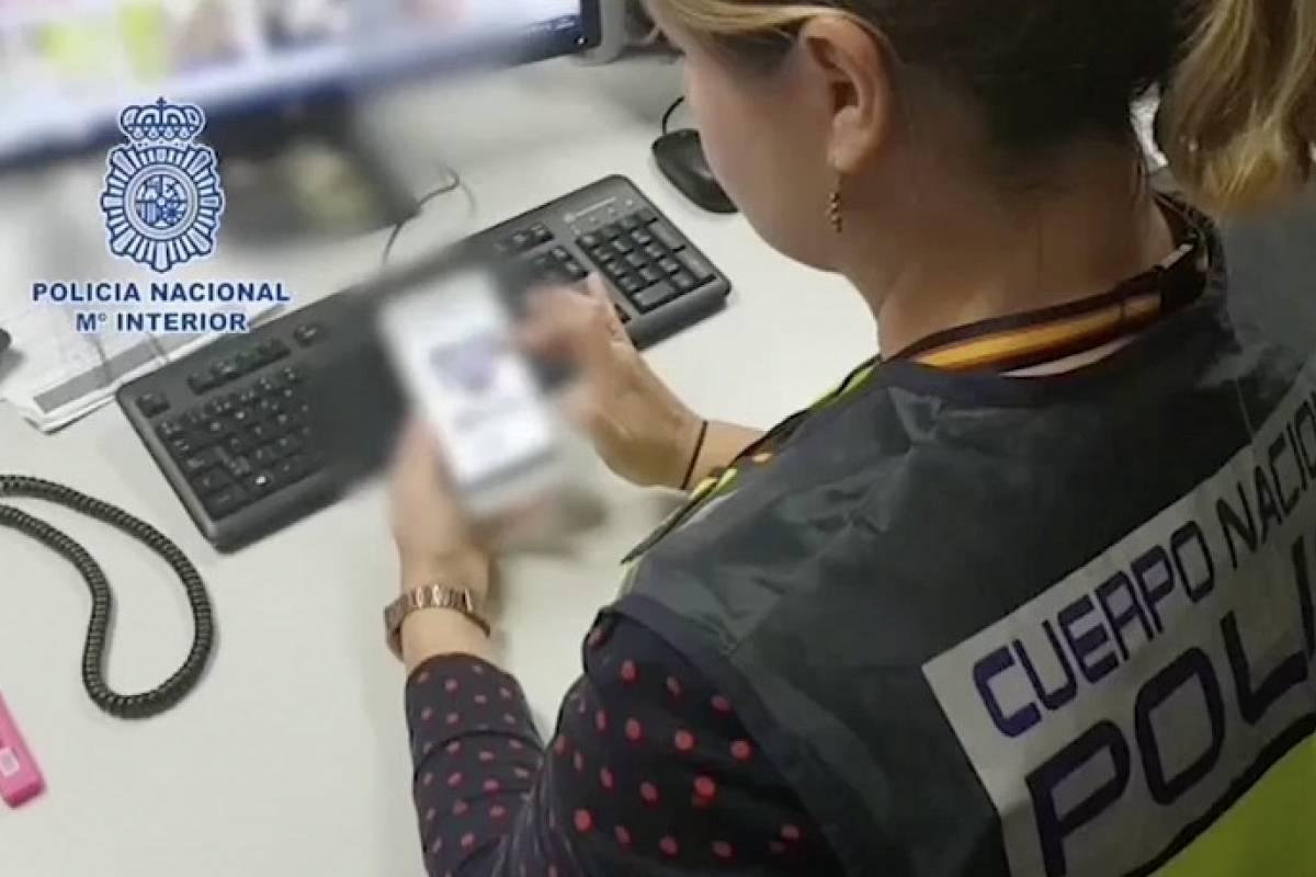 Policía evita suicidio de menor acosado por Internet desde Guatemala — España