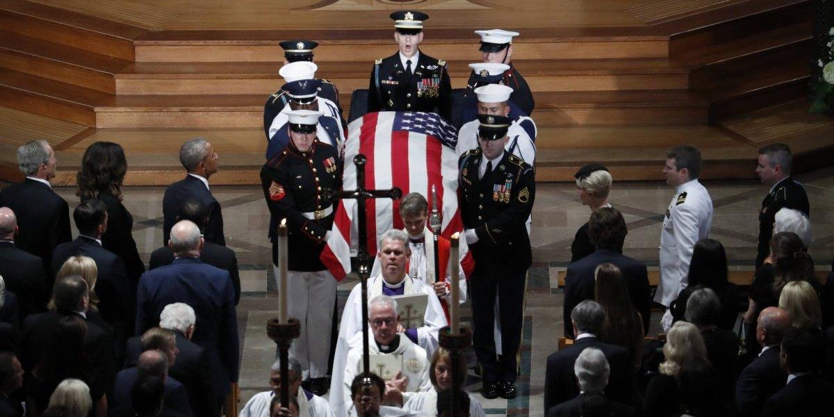 Donald Trump cambia ceremonia de McCain por golf