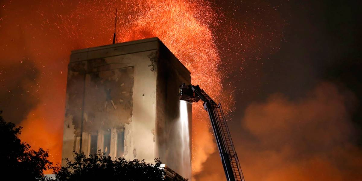 Se incendia el célebre edificio art déco de Liverpool