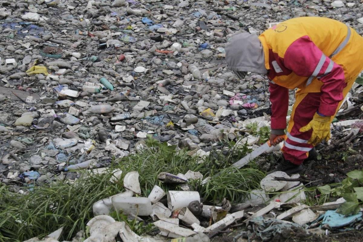 La basura puede tapar las coladeras. Foto: Sedema