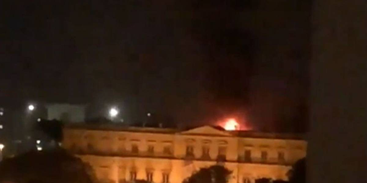 Incêndio de grandes proporções atinge o Museu Nacional no Rio de Janeiro