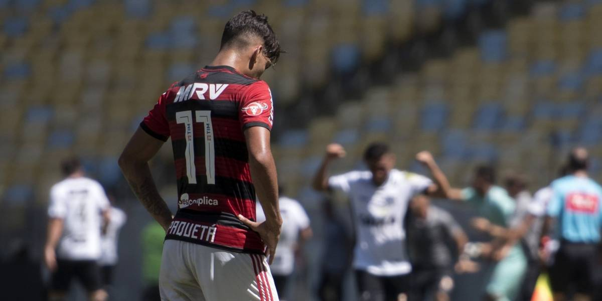 Resultado de imagem para Flamengo leva gol nos acréscimos, perde para o Ceará e é vaiado pela torcida