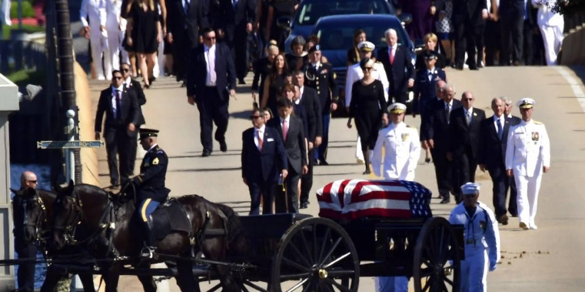 McCain es enterrado en la Academia Naval de Estados Unidos