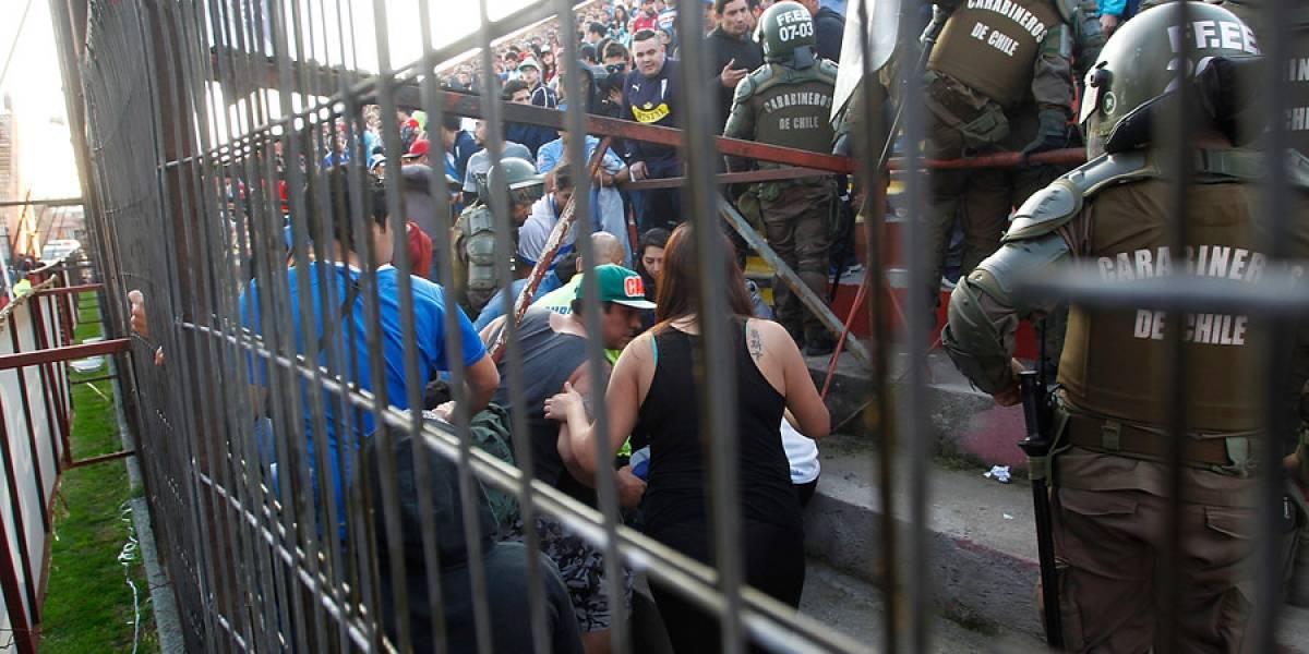 Los problemas en el ingreso y la protesta contra el valor de las entradas marcaron la trastienda del U. Española y la UC