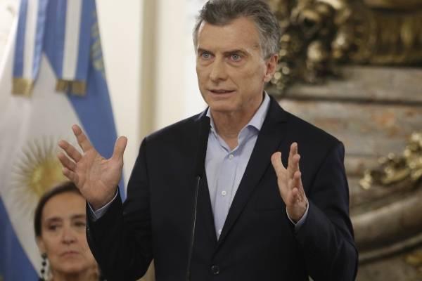 """Mauricio Macri anunció una reducción drástica de su Gobierno, que de 22 miembros pasa a tener menos de la mitad, y medidas drásticas como un impuesto a las exportaciones, que calificó de """"malo, malísimo"""", pero necesario"""