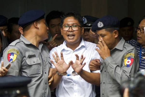 Wa Lone y Kyaw Soe Oo reportaban sobre la brutal campaña de violencia en contra de los rohinyas al momento de su arresto