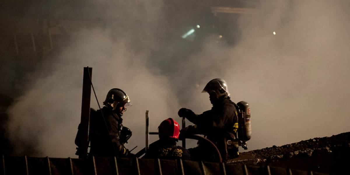 Cuidador murió en incendio que destruyó club deportivo en Quinta Normal