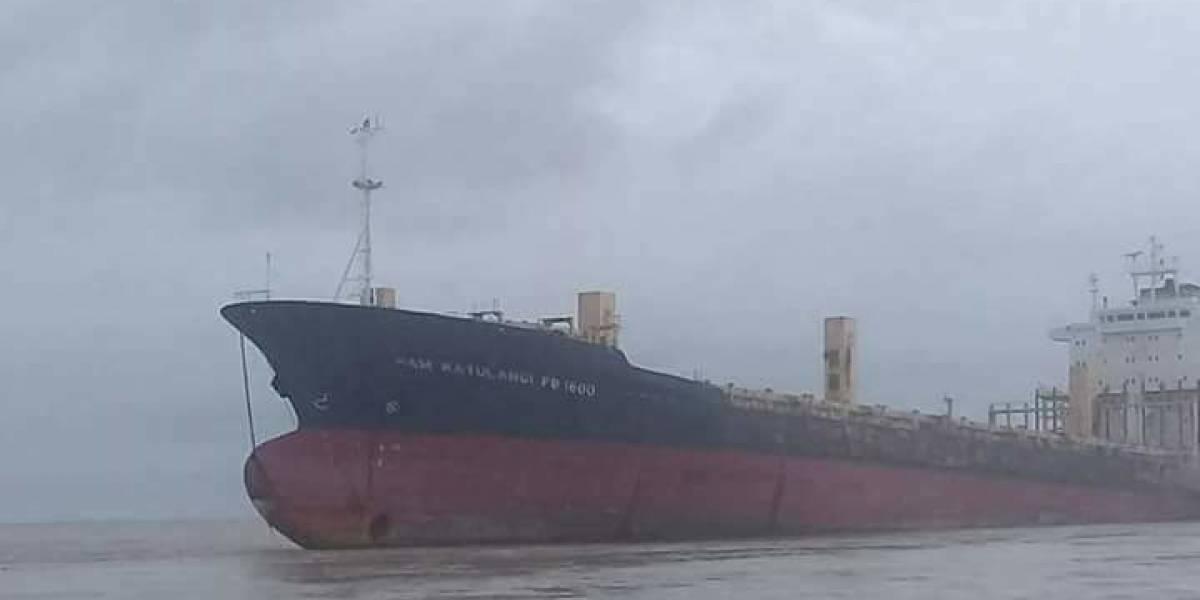 """Fotos: Encuentran un misterioso barco """"fantasma"""" sin tripulación ni carga en Birmania"""