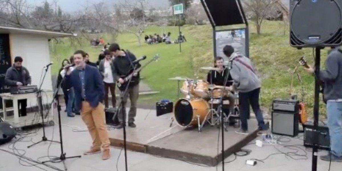 """""""Es como la banda del chavo del 8"""": la tocata en la U. de Los Andes que desató avalancha de comentarios en Twitter"""