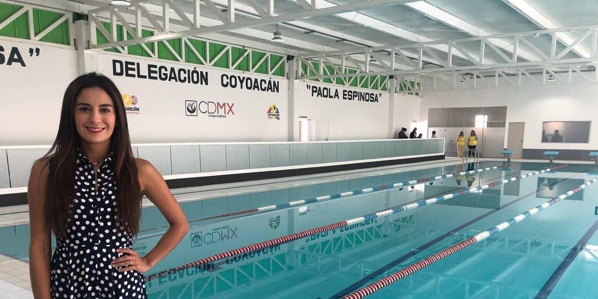 Paola Espinosa inaugura alberca bautizada con su nombre