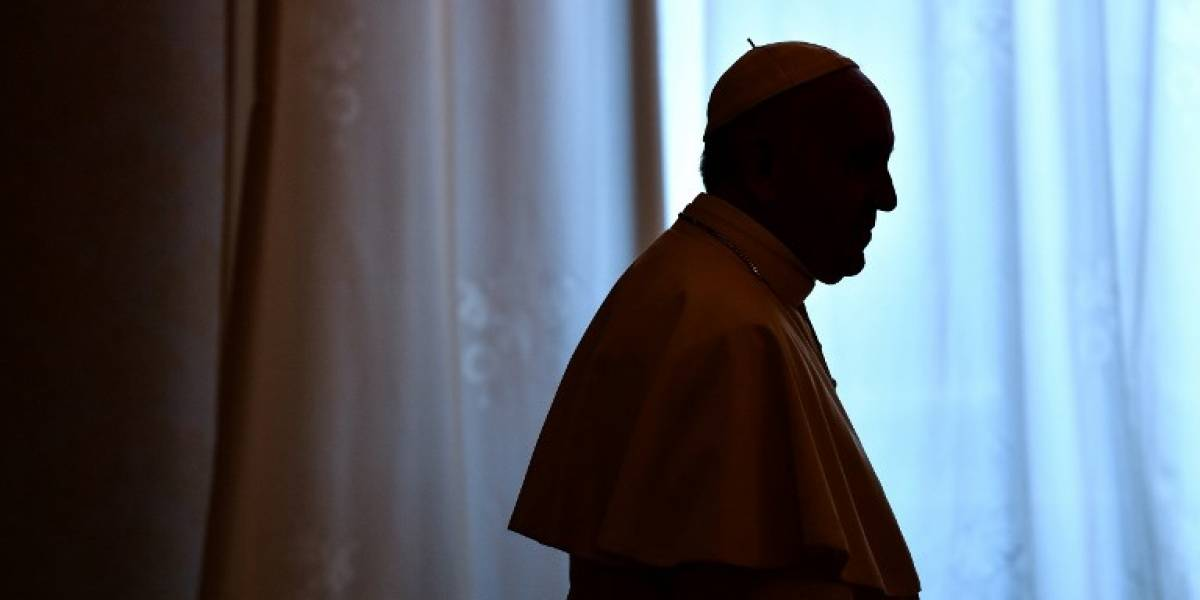 """En medio de escándalo, el Papa recomienda """"el silencio y el rezo"""""""
