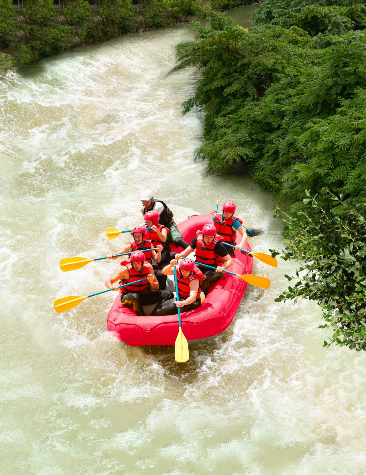Rápidos indomables Más que un paseo en bote, probarás tu valentía en los únicos rápidos del destino. Cortesía