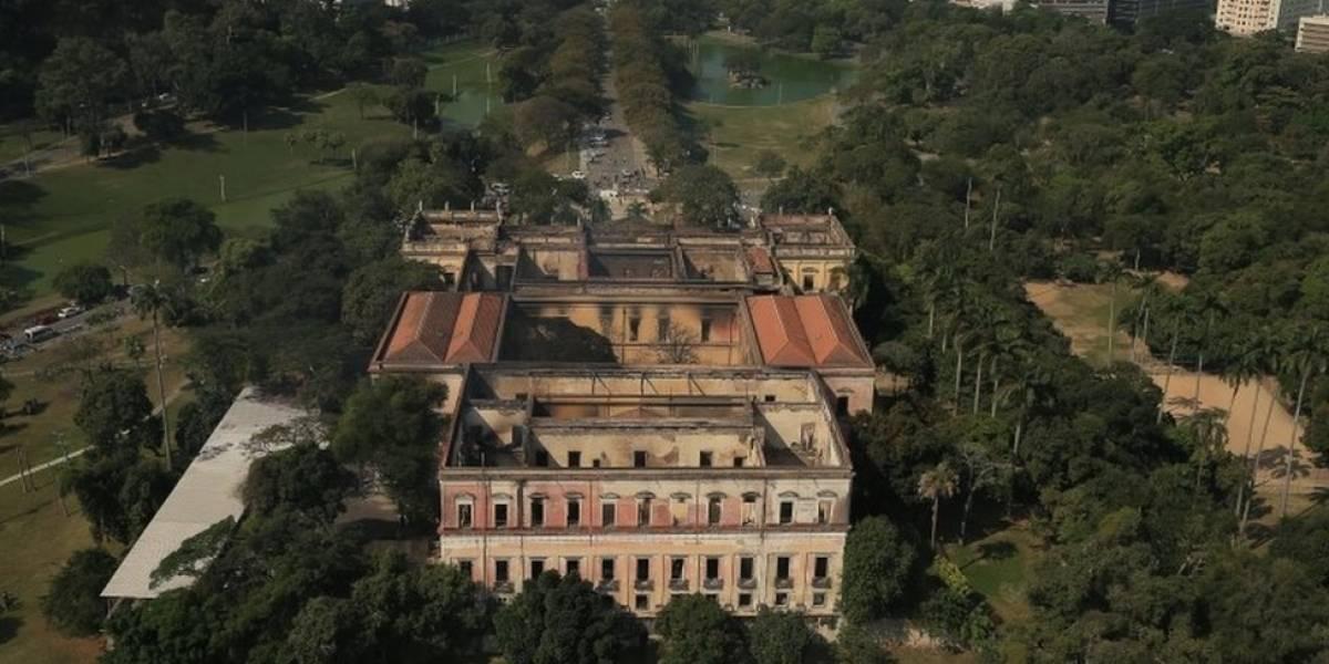 """Museo Nacional de Brasil en Río de Janeiro: por qué algunos ven en el devastador incendio """"una metáfora"""" de la situación actual del país sudamericano"""