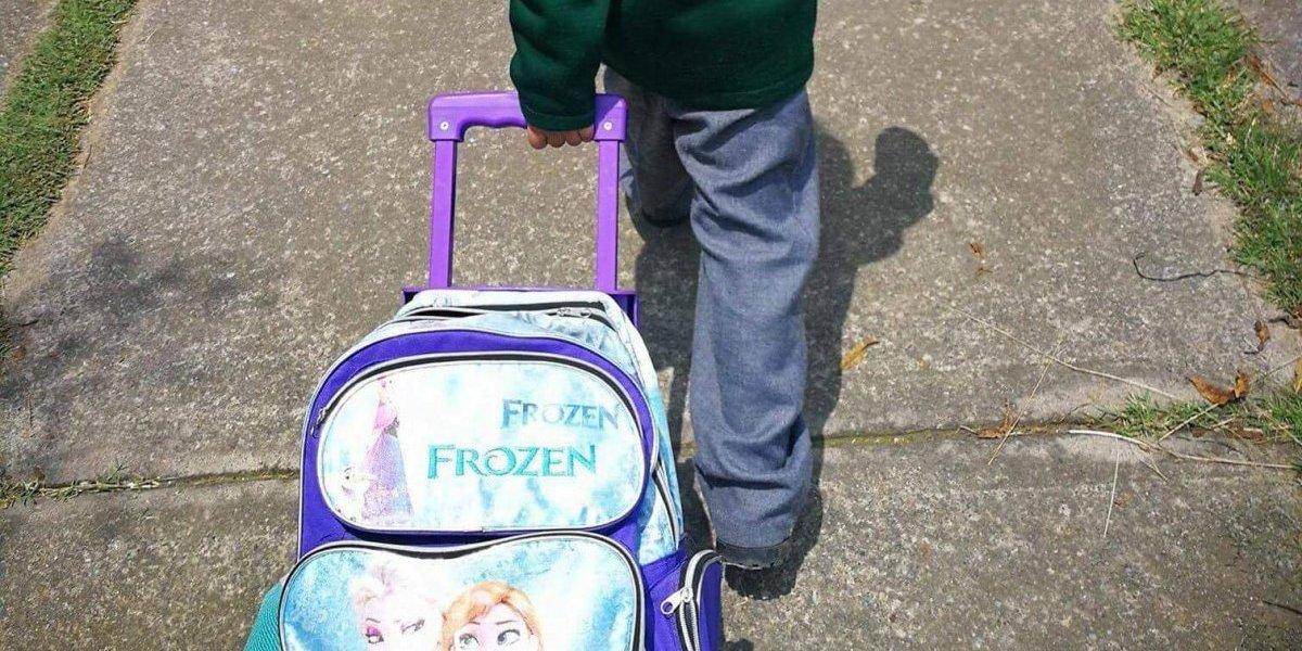 """""""No soy niña pero me gusta mucho"""": la historia del niño que con su mochila de """"Frozen"""" abrió fuerte debate sobre la identidad de género"""