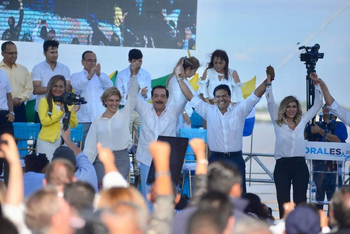 Carlos Luis Morales presentó su candidatura.