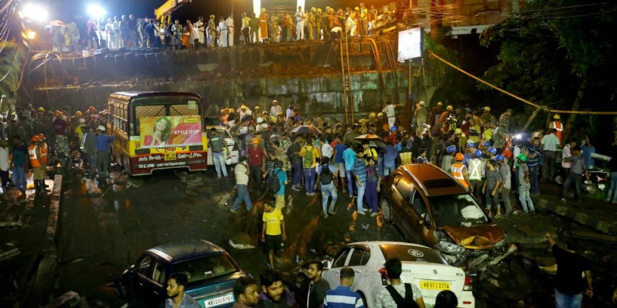 Derrumbe de puente en Calcuta deja un muerto y 25 heridos
