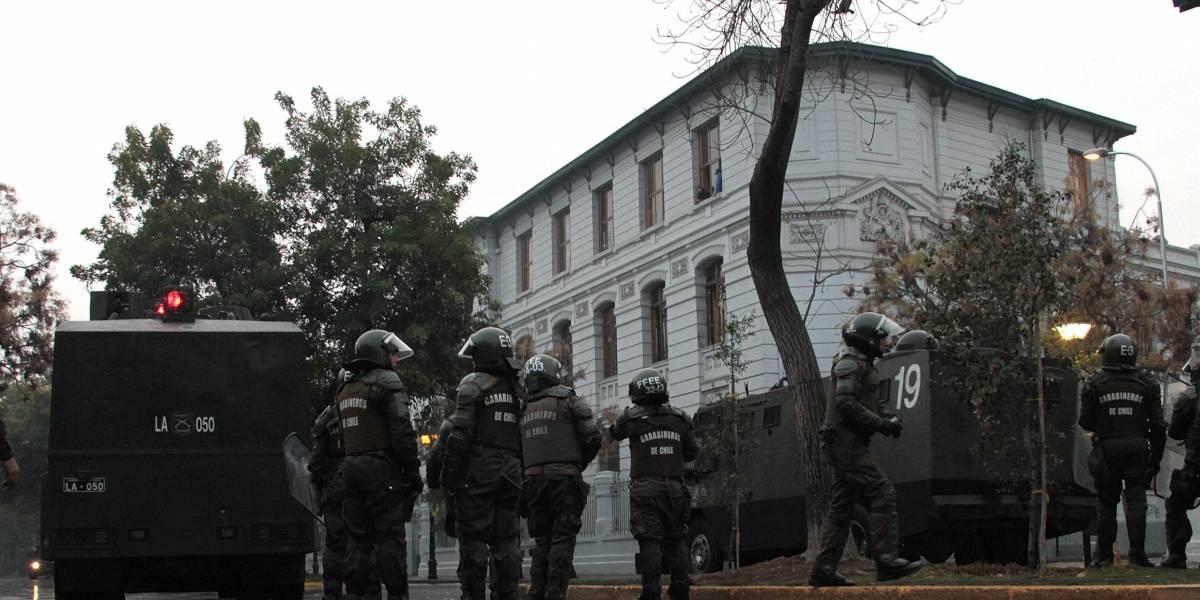 Encapuchados detenidos en el Liceo de Aplicación son alumnos del establecimiento: Intendencia anunció querella y arriesgan expulsión
