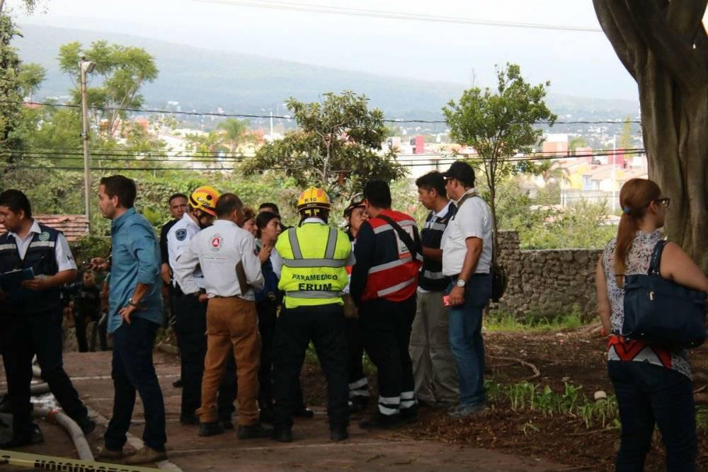 Personal de emergencia acudió al rescate el piloto de una avioneta Foto: Twitter @Bermudez_FJ