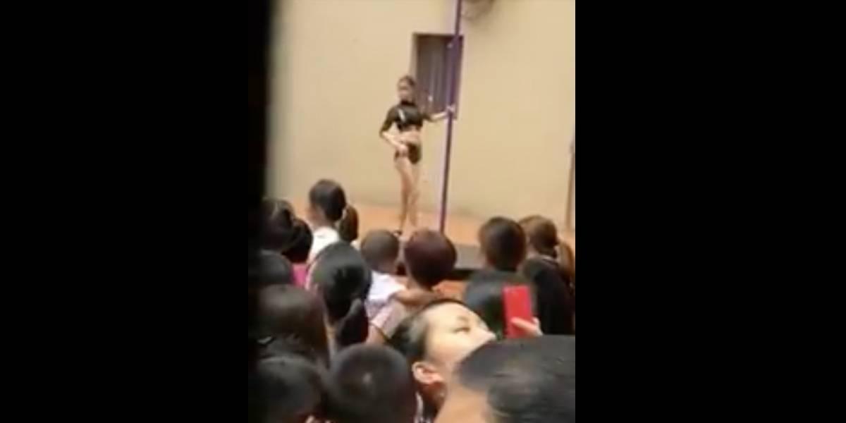¡Indignante!, inauguran kinder con un show de baile en el tubo