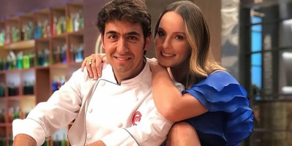 ¡Beso de Claudia Bahamón y Chris Carpentier es tendencia en redes!