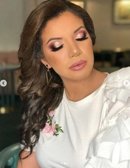 Samantha Grey maquillada para una sesión de fotos