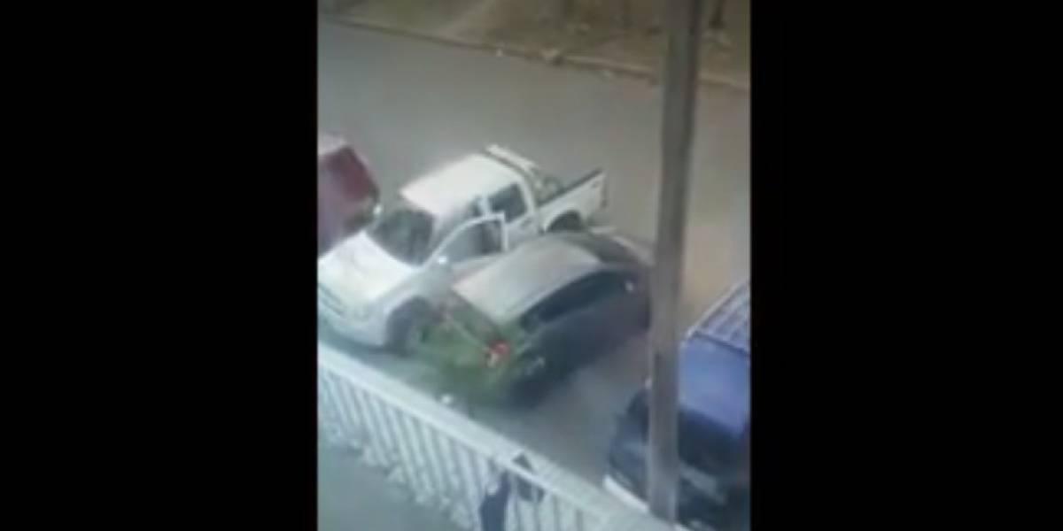 """""""Los pillaron"""": Sujetos intentaron robar una camioneta y una llamada los detuvo"""