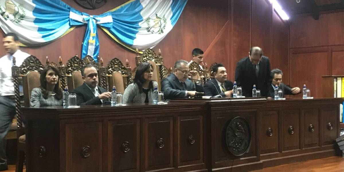 CC resuelve amparos en contra del presidente Jimmy Morales
