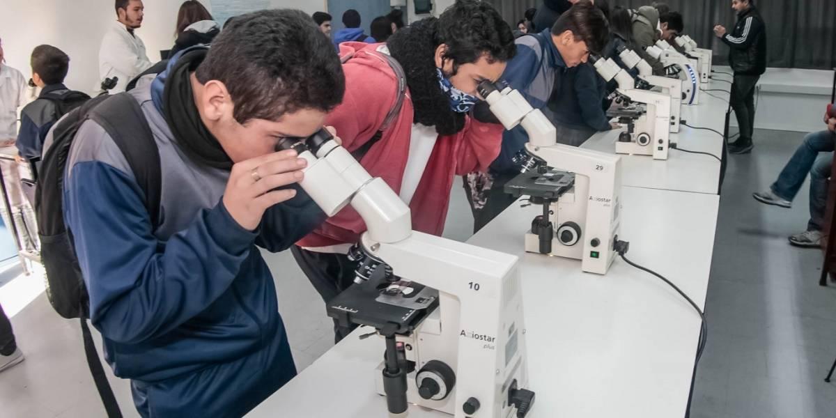 Chile: Abren programa para que talentos científicos no se queden sin ir a la universidad