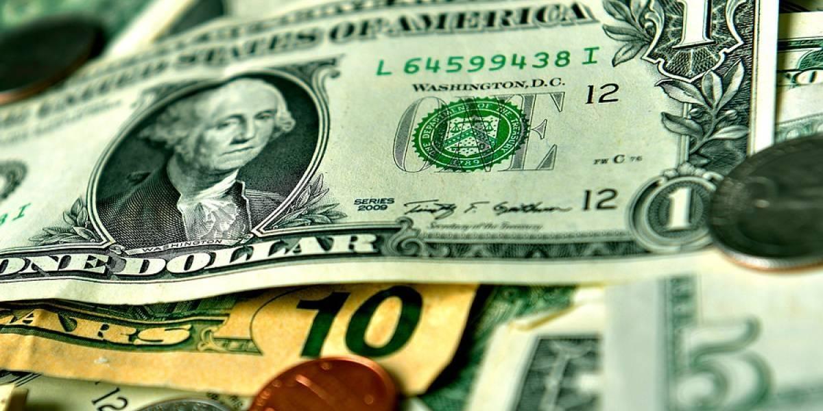 ¿Reflejo de que aún no hay calma? Dólar cierra la semana con alza acumulada de casi $23