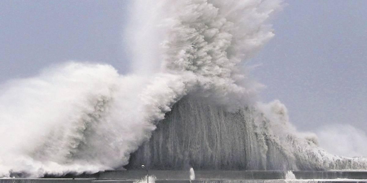 """Japón sufre los embates del potente tifón """"Jebi"""""""