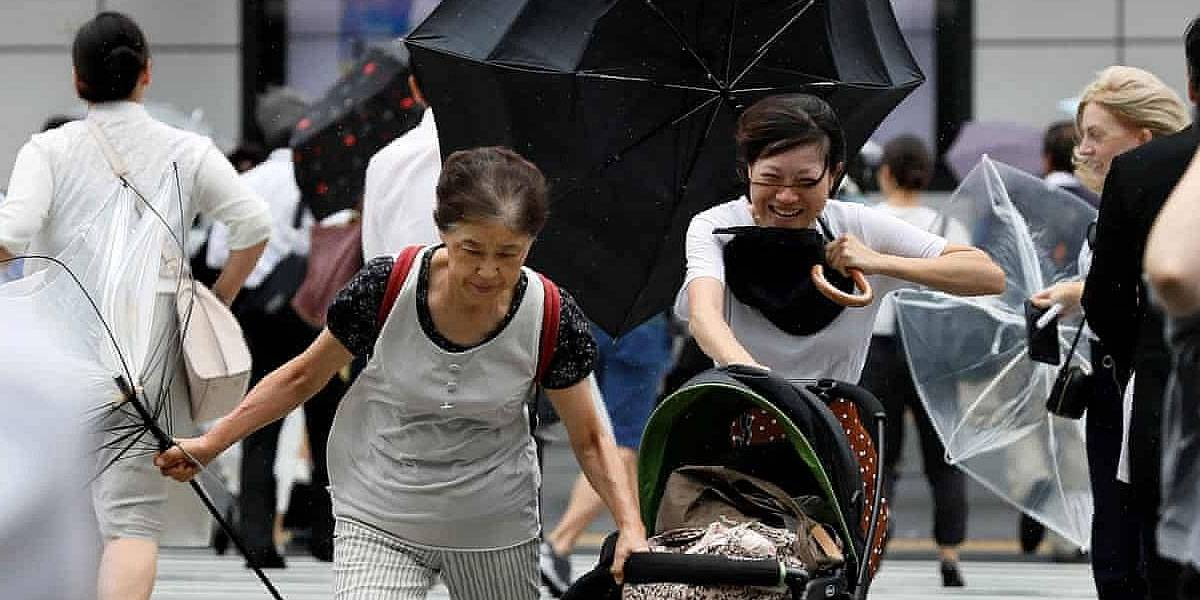 Tifón Jebi llega a Japón, estrella un buque contra un puente y se vuelve viral