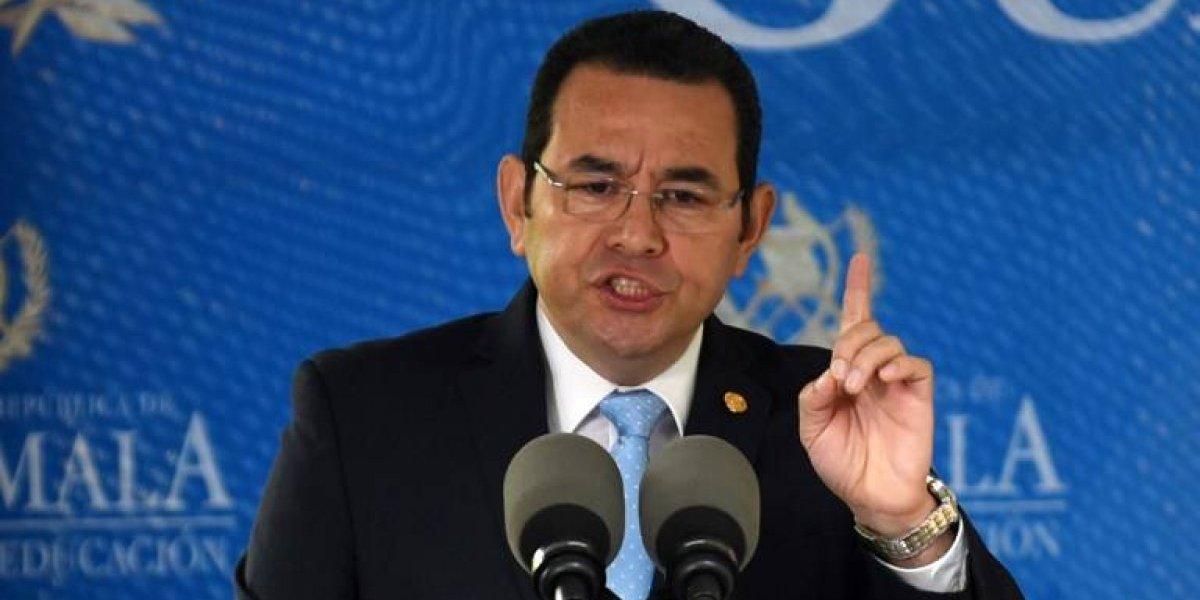 Colocan mantas en Quetzaltenango para rechazar decisiones del presidente Morales