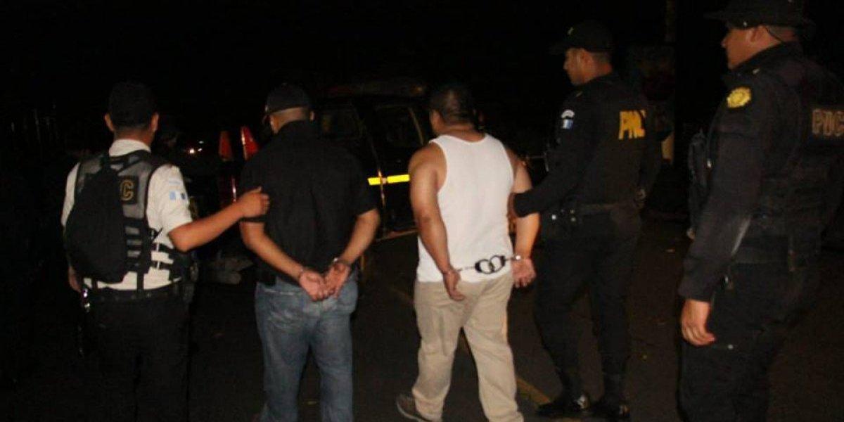 Capturan a un agente de PNC y un particular señalados de trasladar marihuana en un vehículo