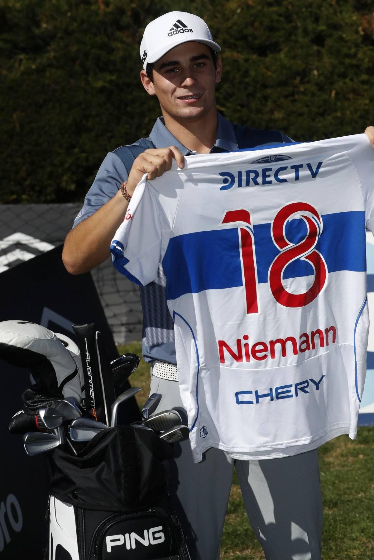 Joaquín Niemann con la camiseta de la UC Photosport