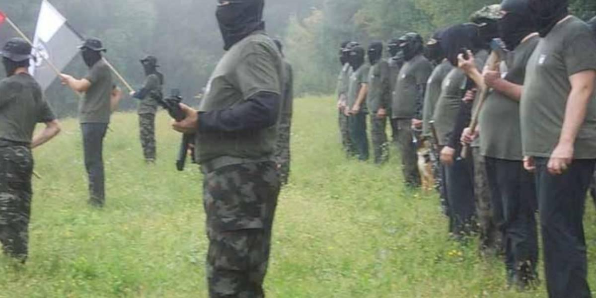 Video de grupo armado y enmascarados causa escándalo en Eslovenia