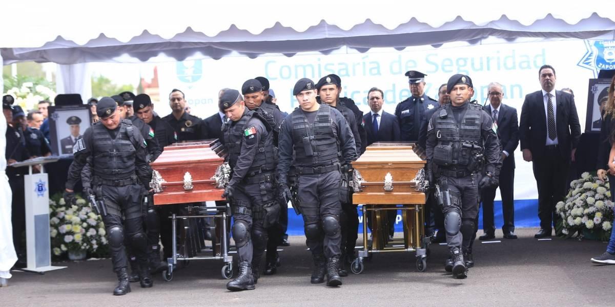 Rinden homenaje a los policías asesinados el lunes en GDL