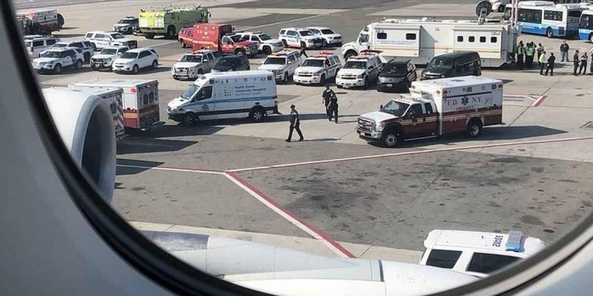 Alerta en Nueva York: Ponen en cuarentena avión con pasajeros enfermos