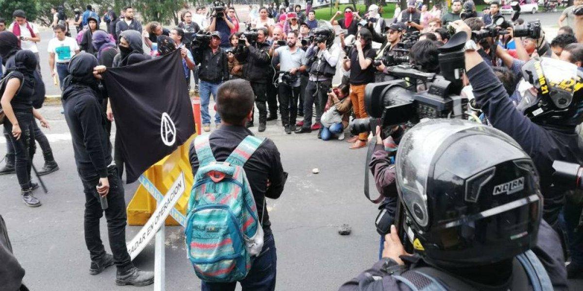 'Anarquistas' bloquean Insurgentes tras marcha en CU