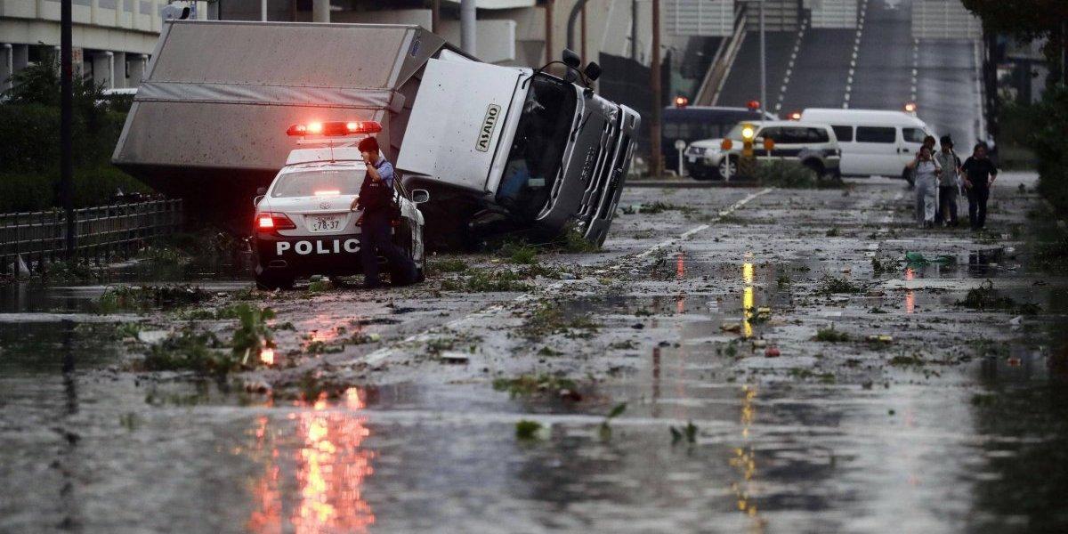 Tifón deja 11 muertos en Japón