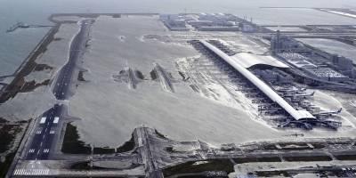 El aeropuerto de Kansai en Izumisano, Osaka, al oeste de Japón, quedó parcialmente inundado. (Kentaro Ikushima / Mainichi Newspaper vía AP)