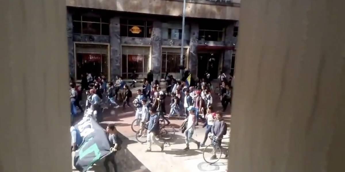 Dos estaciones de TransMilenio están cerradas debido a las protestas estudiantiles