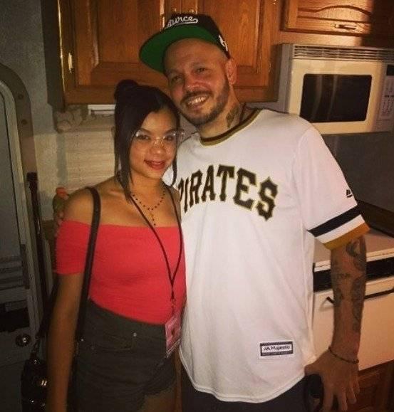 Calle 13 posa con la hija de Vico C